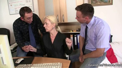 She pleases two dicks at job..