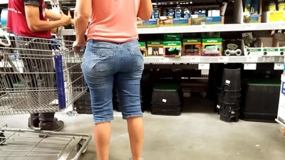 This gilf in jeans got ass..