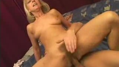 Hairy blonde mature enjoys a..