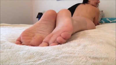 BEAUTIFUL BAREFEET SOLES POV..