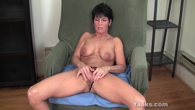 MILF Kassandra Working Her..