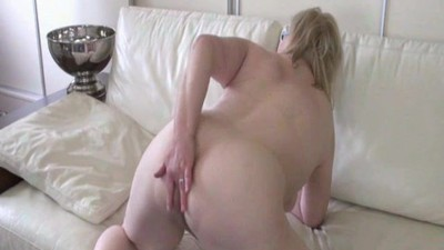 Shaved Mature Lady R20