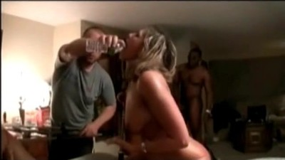 Cuckold MILF in interracial..